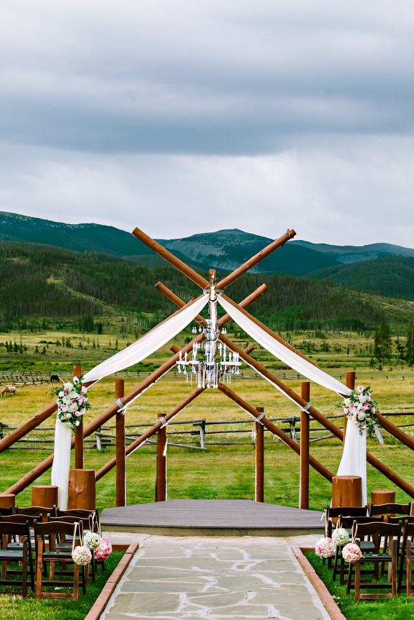 Details for Kara 0049 e1384363993154 kandace + rusty   devils thumb ranch wedding